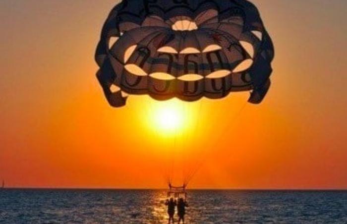 PARASAILING SUNSET