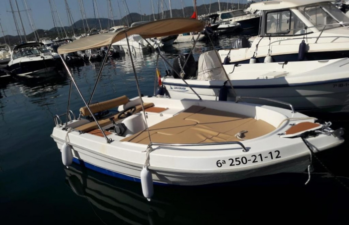 BOAT WITHOUT LICENCE 15HP (5 PAX)